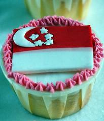 S'pore Flag Cupcake