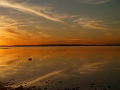 ...on the wall which is the prettiest sky of them all??? (Kirsten M Lentoft) Tags: sunset sea sky cloud water denmark chapeau bec roskildefjord reflecton momse2600 visiongroup infinestyle goodnightsweetfriend damniwishidtakenthat mmmmmuaahhhhhhhhhhhhh kirstenmlentoft