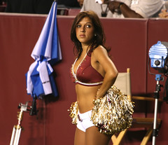 WASHINGTON REDSKINS CHEERLEADERS (nflravens) Tags: sports washington football nfl hunter redskins nflfootball washingtonredskins prosports redskinettes profootball washingtonredskinscheerleaders washingtoncheerleaders redskinscheerleaders nflravens shoreshotphotography