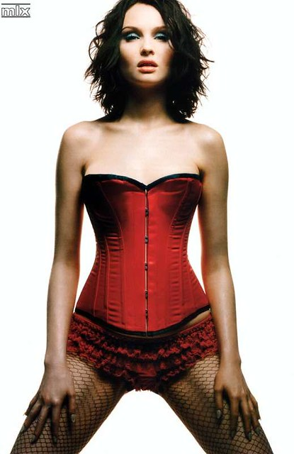 sophie-ellis-bextor-red-corset by ani.apple