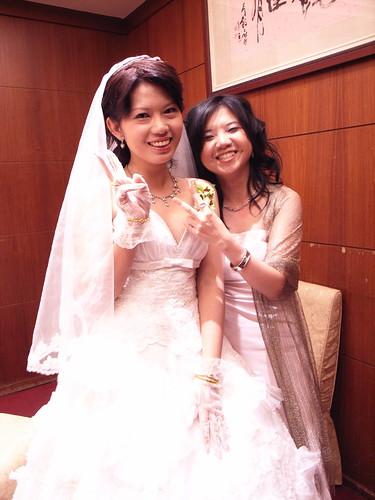 美麗的新娘與伴娘