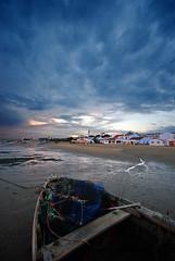 0830 (miguelo282) Tags: costa color luz atardecer mar agua barcos huelva playa el arena cielo nubes contraste rompido golddragon varados
