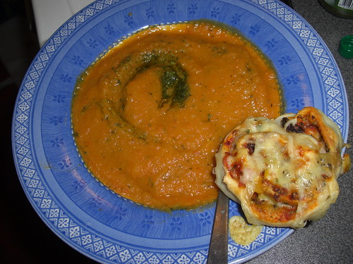 Spicy carrot soup w/pizza buns