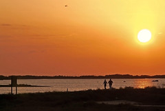 Footing (Portiman!) Tags: sunset espaa backlight contraluz lumix spain andalucia cadiz puestadesol sanfernando silhoutte siluetas footing platinumheartaward fz18 portiman