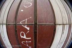 ARA (Berts @idar) Tags: puerta fisheye zaragoza viejo peleng grasa ojodepez espaa peleng8mmfisheye canoneos400ddigital ojosajenos ojosajenoscom