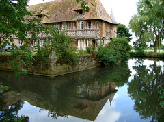Le manoir de Coupesarte (Michele*mp) Tags: france architecture reflections europe normandie manor reflexions normandy reflets soe paysdauge calvados halftimbered manoir colombages pandebois abigfave coupesarte lesamisdupetitprince simplystunningshots michelemp
