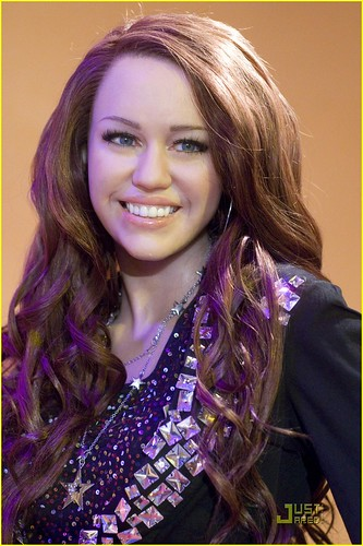 miley-cyrus-wax-figure-dc-03