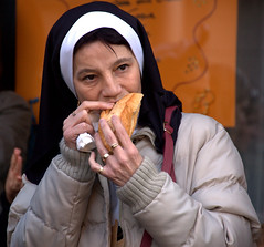 Carnaval in Evian les Bains - hungry none (olszuffka) Tags: france geneva none eating sandwich ring carnaval hungry evianlesbains laclemon