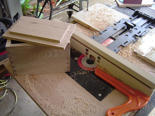 Making sawdust with my Incra jig and router