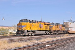 Union Pacific locomotives 7711 and 4528, entering Tucson, Arizona, with a westbound freight train, March 20, 2008 (Ivan S. Abrams) Tags: california arizona up nebraska tucson nevada ivan eisenbahn trains sierra amtrak sp fresno getty unionpacific freighttrains reno nikkor abrams railways nikondigital tehachapi trainspotting locomotives cajon gettyimages railroads southernpacific smrgsbord tucsonarizona uprr pfe cnw unionpacificrailroad ferromex chicagoandnorthwestern railfans 12608 sprr sunsetroute americantrains unionpacificrailway pacificfruitexpress onlythebestare ivansabrams trainplanepro arizonatrains southwesterntrains nikond300 pimacountyarizona safyan arizonabar spdaylight arizonaphotographers ivanabrams cochisecountyarizona westerntrains westernustrains railroadsofarizona gettyimagesandtheflickrcollection copyrightivansabramsallrightsreservedunauthorizeduseofthisimageisprohibited tucson3985gmailcom ivansafyanabrams arizonalawyers statebarofarizona californialawyers califiorniazephyr copyrightivansafyanabrams2009allrightsreservedunauthorizeduseprohibitedbylawpropertyofivansafyanabrams unauthorizeduseconstitutestheft thisphotographwasmadebyivansafyanabramswhoretainsallrightstheretoc2009ivansafyanabrams abramsandmcdanielinternationallawandeconomicdiplomacy ivansabramsarizonaattorney ivansabramsbauniversityofpittsburghjduniversityofpittsburghllmuniversityofarizonainternationallawyer