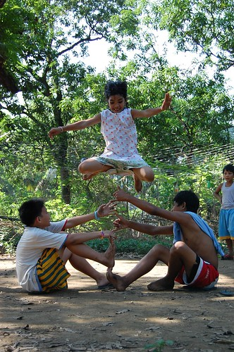 children playing traditional street game bulacan rural Pinoy Filipino Pilipino Buhay  people pictures photos life Philippinen  菲律宾  菲律賓  필리핀(공화국) Philippines  luksong tinik