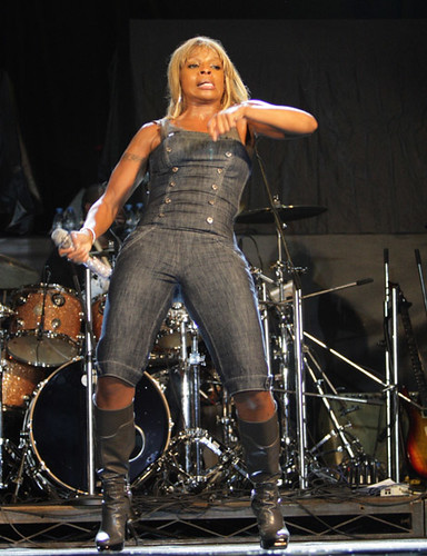 mary j blige bussing the nuh linga dance
