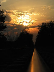 Rails abandonns (ShuYun08) Tags: france canon soleil photo coucher rail provence amateur s5 flickrchallengegroup shuyun08