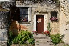 troglodyte dwelling, Chinon (*Susie*) Tags: flowers france chinon windowboxes cottagegarden limestonecliffs troglodytedwelling