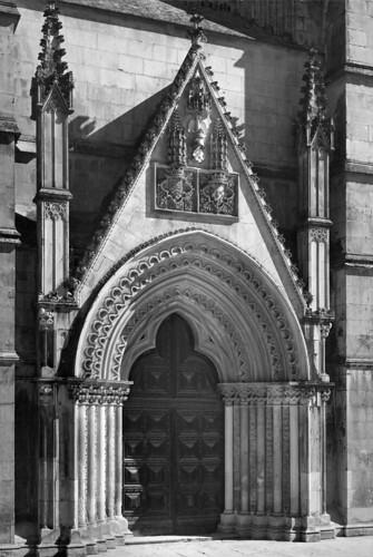 Portal do transepto, Mosteiro da Batalha (M. Novais, 1954)