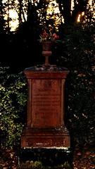 Konstanzer Friedhof (Manuela Salzinger) Tags: friedhof statue cemetary tomb konstanz constance israelitisch