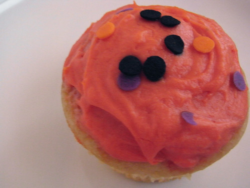 10-28 halloween cupcake