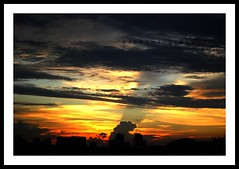 Nature's Canvas... (~ankur~) Tags: sunset sky frommybalcony singaporeimages abphotography2008 huesoforangeandblue