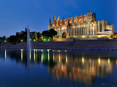 La Seu (Cathedral of Palma de Mallorca) II (Philipp Klinger Photography) Tags: blue light sea sky reflection water night photoshop reflections de island islands la mar spain meer europa europe long exposure mediterranean shot cathedral illumination illuminated espana hour bluehour mallorca palma philipp parc spiegelung dri hdr spanien hdri baleares balearen palmademallorca balearic cs4 espanya balears klinger mittelmeer laseu illes dcdead nikonflickraward50mostinteresting