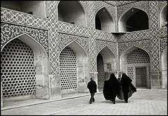 Esfahan, Iran (quixotic54) Tags: leica bw woman man film 35mm blackwhite iran kodak trix middleeast hijab rangefinder persia mosque mount summicron 400 coolscan esfahan m6 asph isfahan leicam6 kodaktrix400 chador tx400 nikoncoolscanved summicronm mmount autaut masjedjamee leicasummicron35mmf20asph