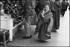 lhasa12 (Sébastien Lebacq) Tags: china city boy white black asian moulin kid asia noir market candid prayer monk tibet bronica tibetan neopan asie 100 across et enfant marché blanc ville chine garçon asiatique tibetain jeune priere moine lhassa boudhisme etr boudhiste