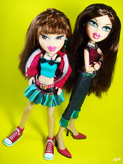 97/365 toy project: bratz sisterz kiani and lilani (-=april=-) Tags: kiani lilani 365toyproject bratzsisterz