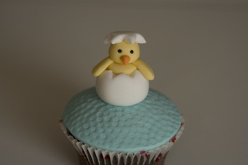 Hatching Chick Easter Cupcake by rouvelee.