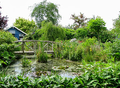 Rose Mary's Cottage Garden (Hetty 51) Tags: bridge pond cottagegarden klaaswaal favoritegarden thechallengegame