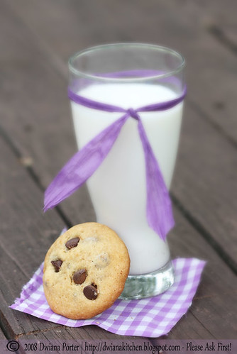 milk and chocolate cookies