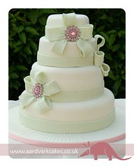 Sparkly Brooch Wedding Cake (Casa Costello) Tags: pink wedding green cakes cake sweet treats sparkle sweettreats
