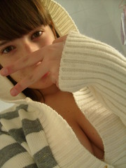 :) hace friooo ! (e qero ready pa   ) Tags: cleavage