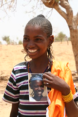 Mariem - the Peul girl in Dogon Country (Ferdinand Reus) Tags: portrait girl beautiful smile niger photo traditional young present mali ethnic dogon ebony encounter bamako mopti afrique fulani escarpment segou  peul fula  kombole