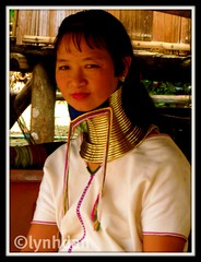 Long Neck (lynhdan) Tags: ladies woman neck thailand necklace long burma karen longneck chiangmai myanmar tribe brass burmese bodymodification longnecktribe karentribe padaung birmanie kayan longo mujeresjirafa earthasia lynhdan lynhdann