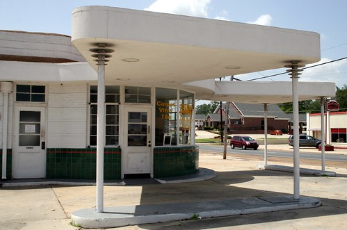 close-up of leesville gas station canopy