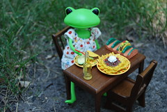 Cindy (ladygreenleaves) Tags: cute miniatures wanda frog rement dollhousefurniture toyfrog wonderfrog frogdoll