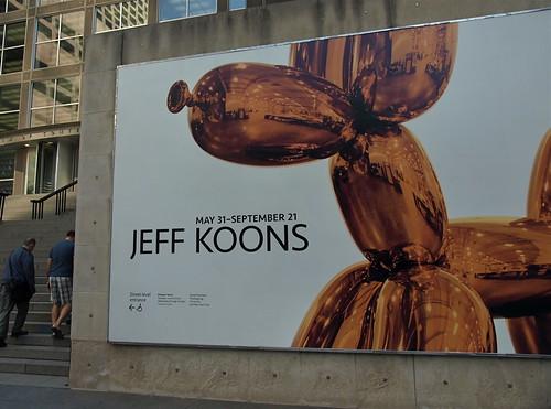 Billboard featuring Jeff Koons Baloon Dog