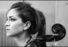 Paola e il violoncello (Luce-Chiara #1) Tags: portrait cello musica ritratto violoncello bnritratto