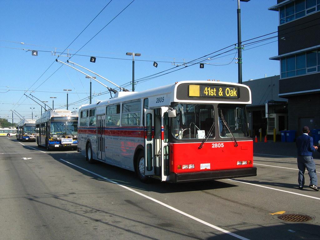 2805: 41st & Oak (front-right)