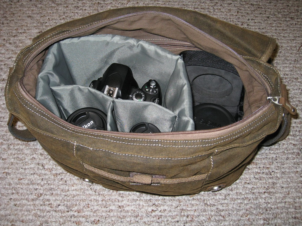 Mesenger/Camera Bag open
