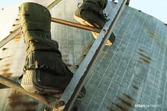 Escaleras .- 2008 (RolanGonzalez) Tags: invisible escalera montaje botas raro surrealismo surrealista
