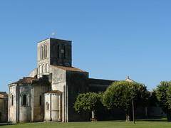 Varaize (17): église Saint-Germain, classée MH en 1908 (Marie-Hélène Cingal) Tags: church iglesia kirche chiesa église charentemaritime poitoucharentes égliseromane varaize charentespoitou