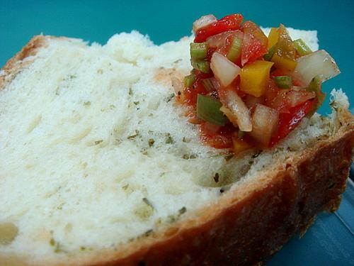 今日午餐-墨西哥莎莎醬+香料麵包