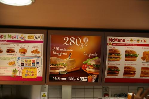 中午在麥當勞解決 那個280gr的餐 挺好吃的
