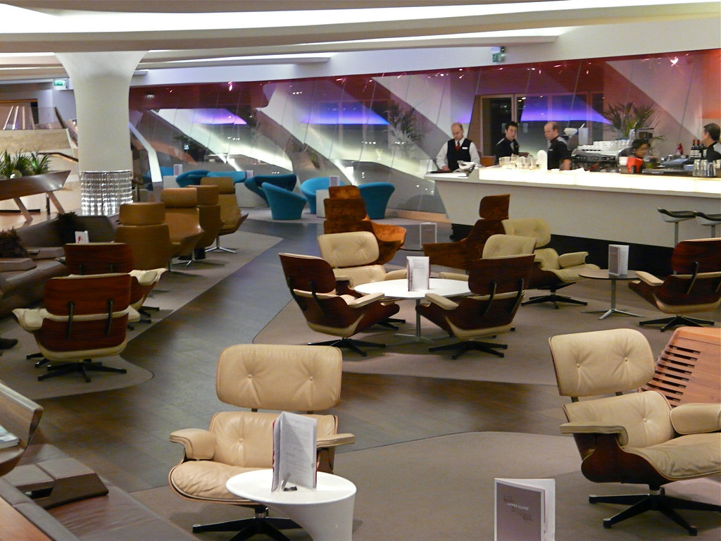 3094996511 b52c1f5c38 b The Top Six Airline Lounges