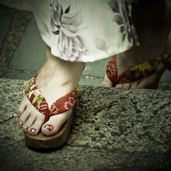 Kyoto memories V (manganite) Tags: girls red people color detail feet topf25 beautiful beauty japan closeup sepia digital square geotagged asian fun japanese interestingness topf50 nikon women topf75 kyoto colorful asia toes pretty bokeh tl candid painted traditional young explore yukata  nippon kimono d200 nikkor dslr toned kansai topf100 sandal nihon toenails japanesegirl catchyclors fav100 interestingness433 i500 18200mmf3556 utatafeature manganite nikonstunninggallery getas date:year=2006 geo:lat=34996405 atqueartificia date:month=august date:day=27 geo:lon=135780901 format:orientation=square format:ratio=11
