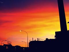 ... Et le ciel se brûlait cette après-midi... (Eruиэ!!) Tags: de atardecer se la foto el un ciel le cielo sin pro fuego seria historia cámara cette anormal quema erune descamarado brûlait aprèssmidi