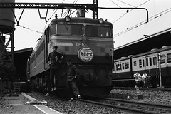 Asakaze (F_blue) Tags: tokyostation traindrivers  nighttrain bluetrain myoldphoto   railroadworkers  fblue2008 1968maybe