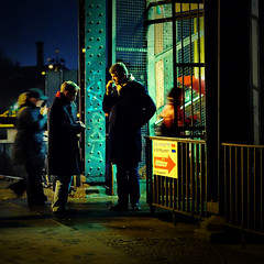 Cigarette break (96dpi) Tags: street bridge blur men night break nightshot nacht cigarette bahnhof pause brcke 70200 mnner zigarette strase friedrichstrase