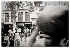 """""""Prisa mata"""" (David Bres) Tags: africa travel viaje people bw david canon eos gente bn morocco fez medina marruecos 2009 mata calles fes zoco prisa 50d bres davidbres"""