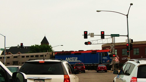 Eastbound Metra local commuter train.  Arlington Heights Illinois USA. June 2011. by Eddie from Chicago